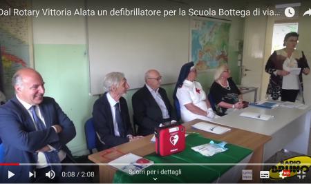 Dal Rotary Vittoria Alata un defibrillatore per la Scuola Bottega di via Carducci